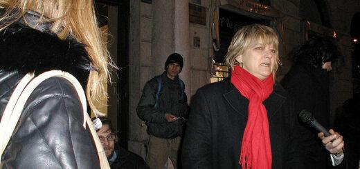 Conferenza stampa e manifestazione antiproibizionista con disobbedienza civile di Rita Bernardini (Trieste 11/03/2004)